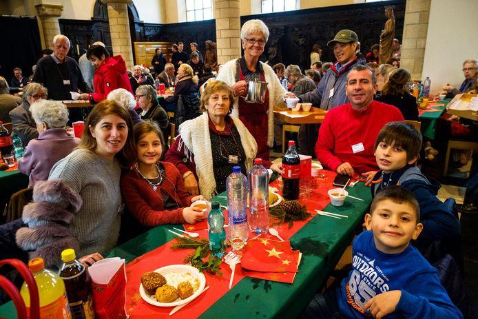 Paul Merjanah, met rode trui, en zijn familie kwamen als vluchtelingen van Syrië naar ons land.