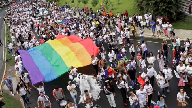 #HeterosexualPrideDay wou met holebi's en transgenders spotten, maar krijgt koekje van eigen deeg
