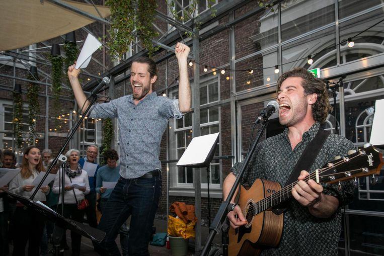Tijmen de Koning (gitaar) en Maarten Bos Beeld Dingena Mol