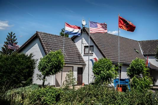 Het huis van de vermoorde Festim Lato in Afferden, wiens lichaam in het Amsterdam-Rijnkanaal werd gevonden.