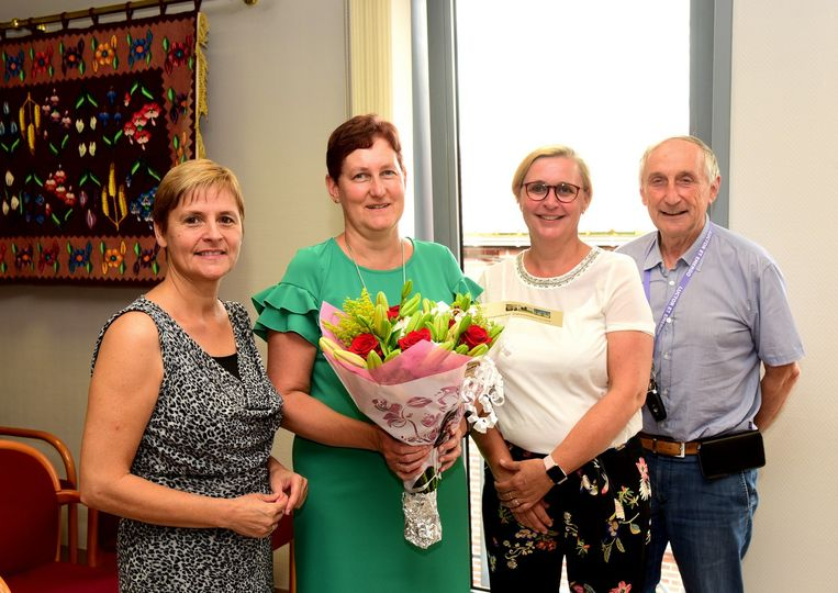 Marleen kreeg bloemen van burgemeester Michel Doomst