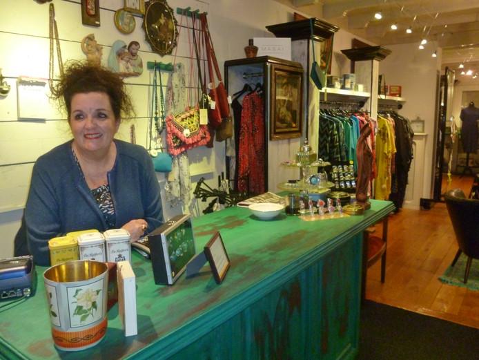 Monique Bolwerk die na 40 jaar stopt met haar winkel in Schijndel.