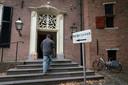 Voor spoedzaken op het gebied van burgerzaken en sociale zaken kunnen inwoners terecht in Kasteel Kinkelburg.