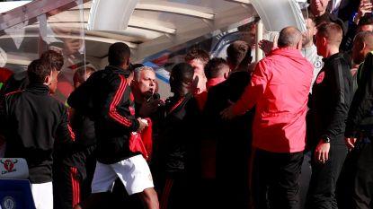 Man. United verspeelt zege diep in toegevoegde tijd tegen Chelsea na treffer Barkley, Mourinho reageert als door wesp gestoken op provocaties