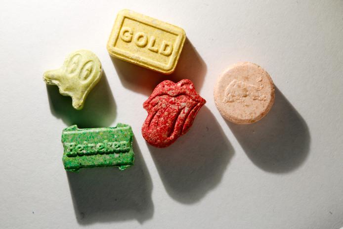 Verschillende xtc-pillen, foto ter illustratie