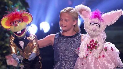 VIDEO: Kleine buikspreekster en haar pluizige vriendjes zingend naar finale 'America's Got Talent'