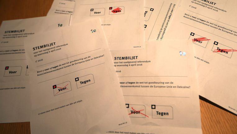 Stemmen die zijn uitgebracht in het referendum over het associatieverdrag tussen EU en Oekraïne. Beeld anp