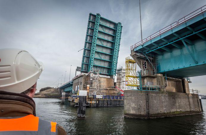 De brug is de eerste twee weekenden van november dicht vanwege onderhoud.