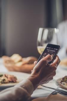 """""""Range ton GSM!"""": 80% des Belges n'apprécient pas que l'on utilise son téléphone à table"""