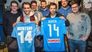 Winnaars Fifa-tornooi Den Borduur krijgen truitjes Dries Mertens