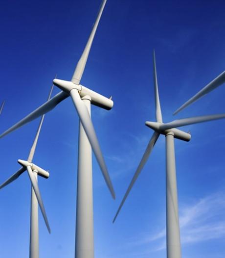 Van den Bos 'stuitert op stoel' tijdens expertavond over windenergie