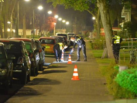 Bewoner (27) betrapt inbreker en wordt neergestoken in Apeldoorn