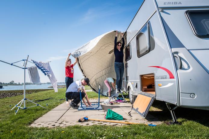 Op de camping is het ook druk in verband met het paasweekend.