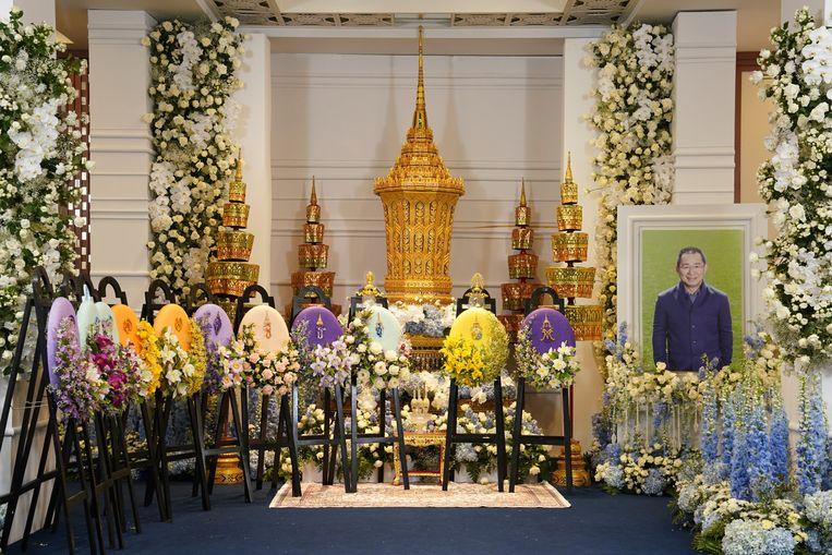 De afscheidsceremonie van Vichai Srivaddhanaprabha, Thaise miljardair en eigenaar van twee voetbalclubs, vindt plaats in een boeddhistische tempel in Bangkok en zal een week duren.
