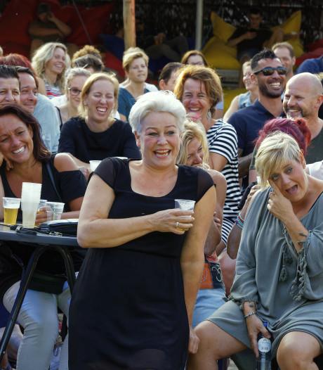 Geen muziek, maar volop lachen tijdens Comedy Night bij Schijndel aan zee