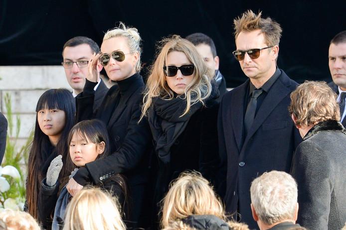 David Hallyday, Laura Smet, Laeticia Hallyday, ses filles Jade et Joy aux obsèques de Johnny Hallyday à Paris, le 9 décembre 2017.