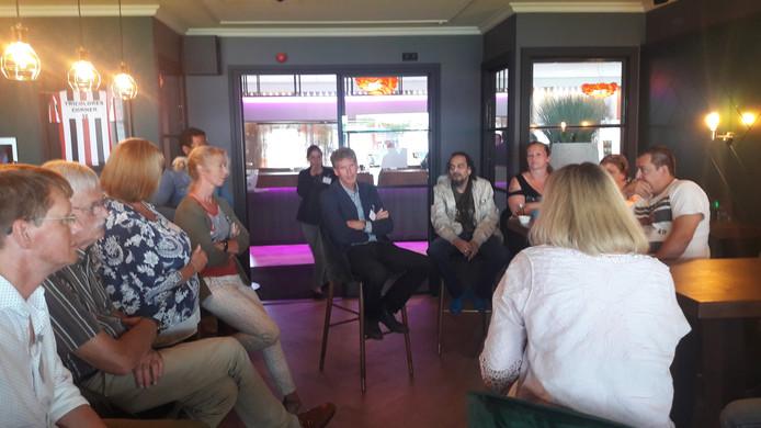 Een informatiebijeenkomst voor oud-tROMmers in het Willem II-stadion.