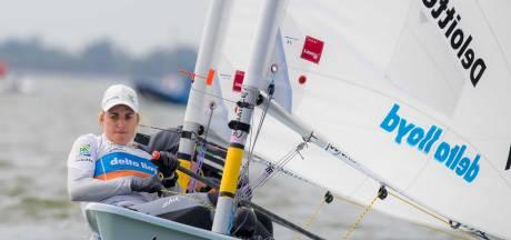 Bouwmeester behoudt tweede plek na wisselvallige dag op EK in Laser Radial