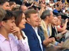 Koning en koningin zingen vrolijk mee met Sting bij Paleis Soestdijk