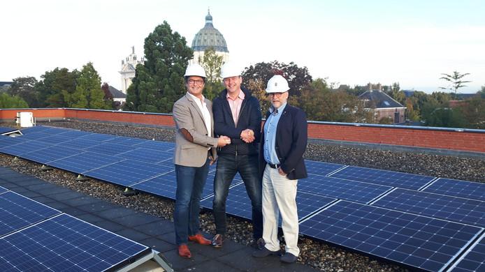Op het dak van het gemeentehuis zijn 269 panelen geplaatst. 22 inwoners profiteren hierdoor van een vrijstelling op de energiebelasting.