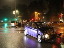 Twee auto's knallen op elkaar in Overvecht: volgens getuigen reed één van de twee door rood