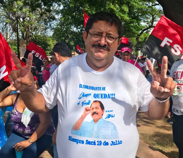 Roberto Reyes: 'We vieren vandaag de verjaardag van de revolutie. Maar het is extra feestelijk omdat we de coupplegers hebben verslagen.' Beeld Marjolein van de Water