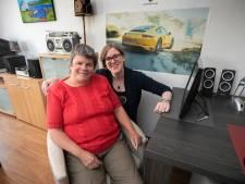 Mentor Saskia Vlasblom helpt Anja Stouthart uit Eindhoven: Meer mensen met een beperking hebben een Saskia nodig