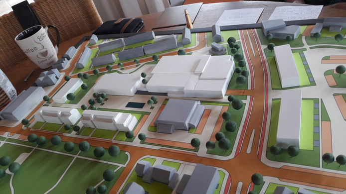 Maquette van het plan voor het Geerhoek-gebied in Wouw van Vitaal Wouw. In het wit de nieuwbouw. Rechts de Molensingel, onder de Kloosterstraat.