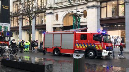 Inno op Antwerpse Meir even ontruimd door brandgeur