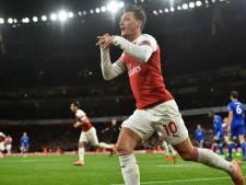 Sensationele Özil helpt Arsenal voorbij Leicester City