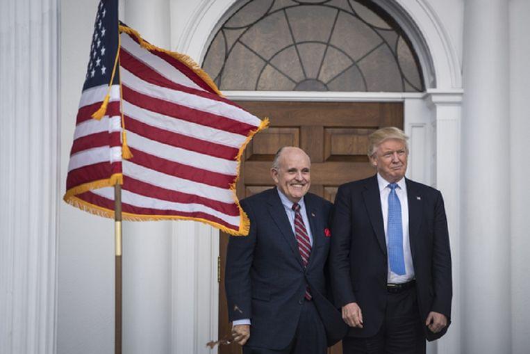 Donald Trump met zijn nieuwe advocaat Rudy Giuliani. Beeld Getty