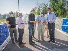 Eindelijk vlot van Ledeberg naar het station: familie Louisa D'Havé huldigt nieuwe fietsbrug officieel in