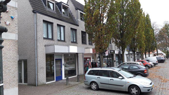 In dit hoekpand aan het Dorpsplein richt Geffen Zorgt een huiskamer in.