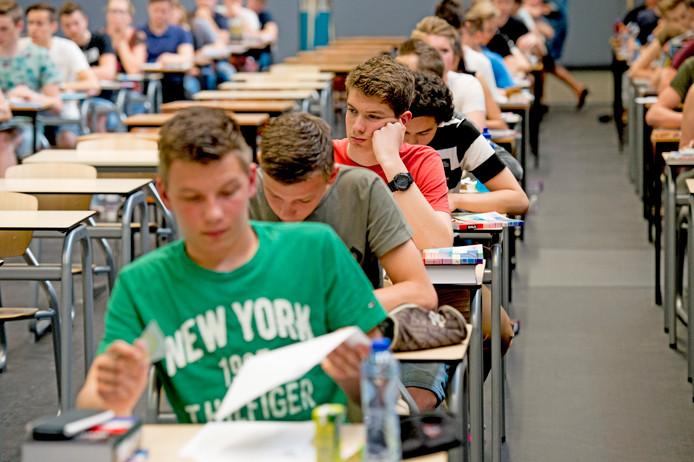 Vwo-leerlingen maakten vandaag allemaal hun examen Nederlands.