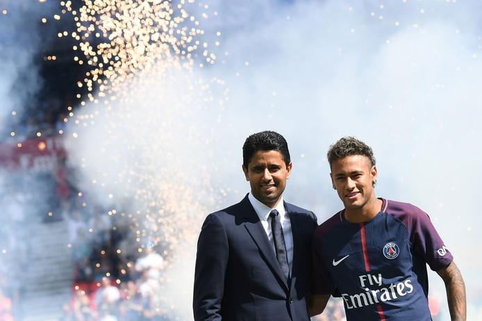Neymar met PSG-voorzitter Nasser Al-Khelaifi (links).