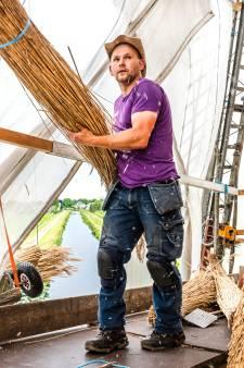 Rietdekkers nog weken zoet bij Bovenmolen in Aarlanderveen