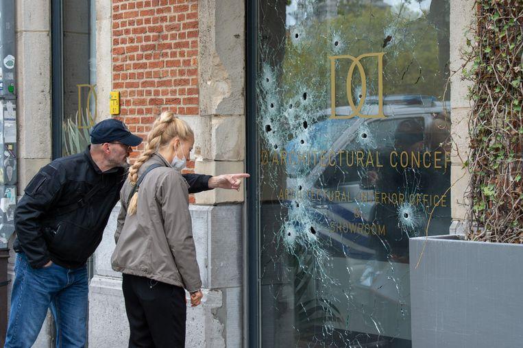 Op de Vlaamsekaai in Antwerpen werd zondagnacht geschoten op 'D' Architectural Concepts, een exclusieve interieurzaak.
