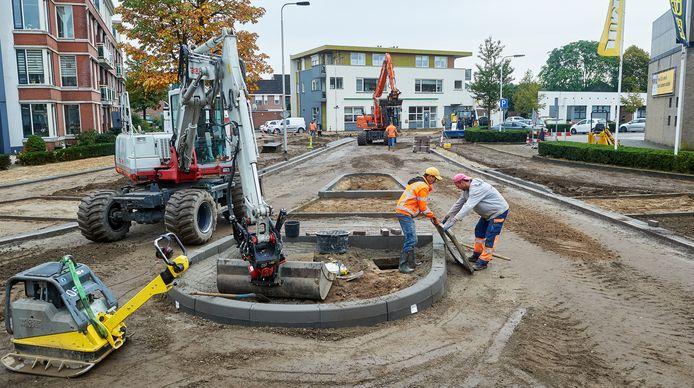 De eerste fase van het werk beslaat de helft van de 'tarzanbocht' bij winkelcentrum Ussen.