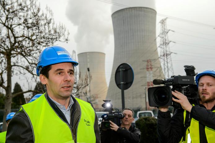 De Belgische Minister Jan Jambon brengt bezoek aan de kerncentrale van Tihange.