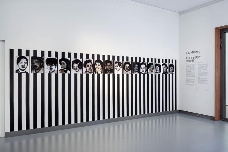 Dutch Nurses (2015), het werk dat refereert aan de kritische kunstenaar Daniel Buren.  Beeld Michel Klaus