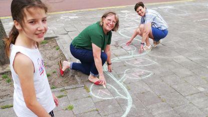Curieus Niel tekent hinkelpad op Elisabethplein