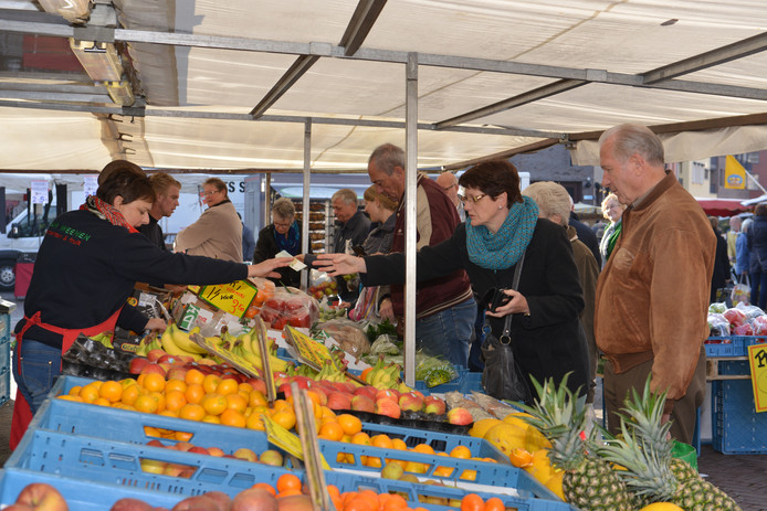 De weekmarkt op het Van Bergenplein in Etten-Leur. Foto is een paar jaar oud.