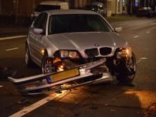 Auto's knallen op elkaar op kruising in Breda en lopen veel schade op