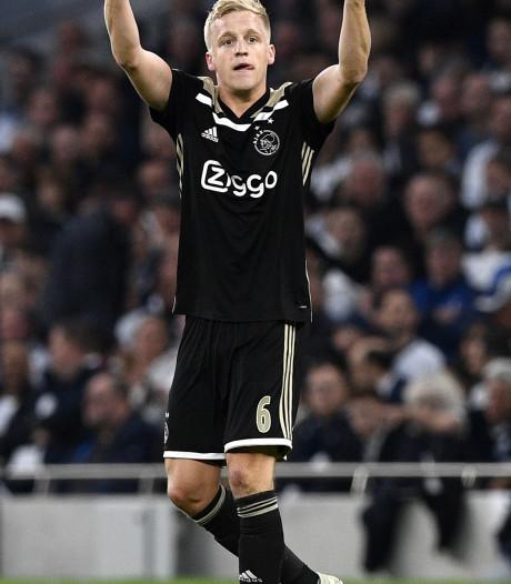 Ajax-voetballer Donny van de Beek datet met dochter van Dennis Bergkamp