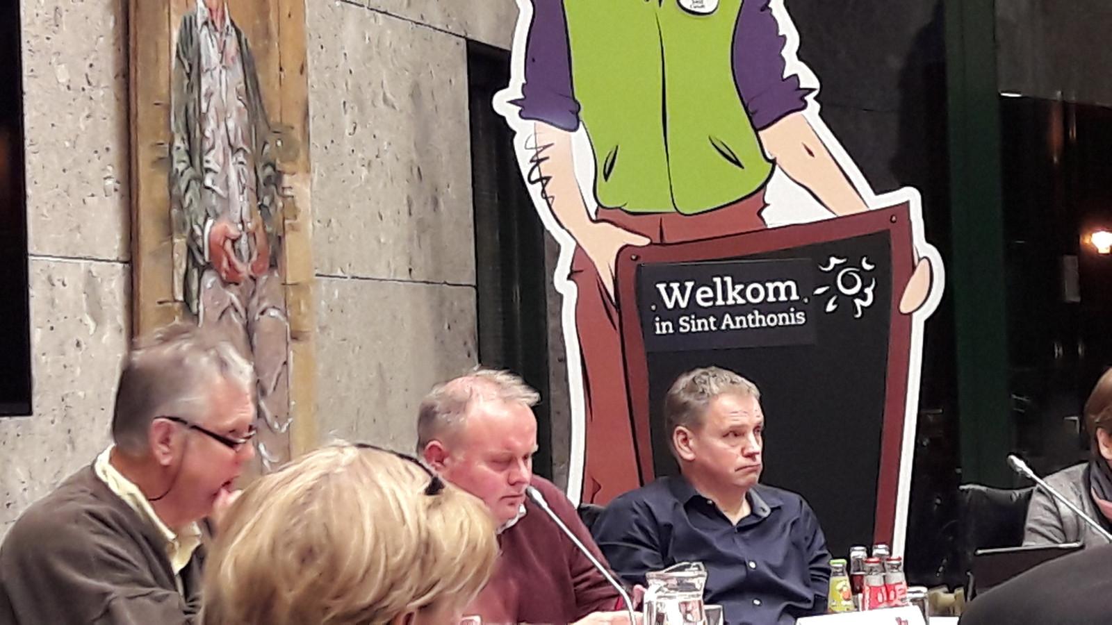 Jan van de Weem (SAN) uiterst rechts.