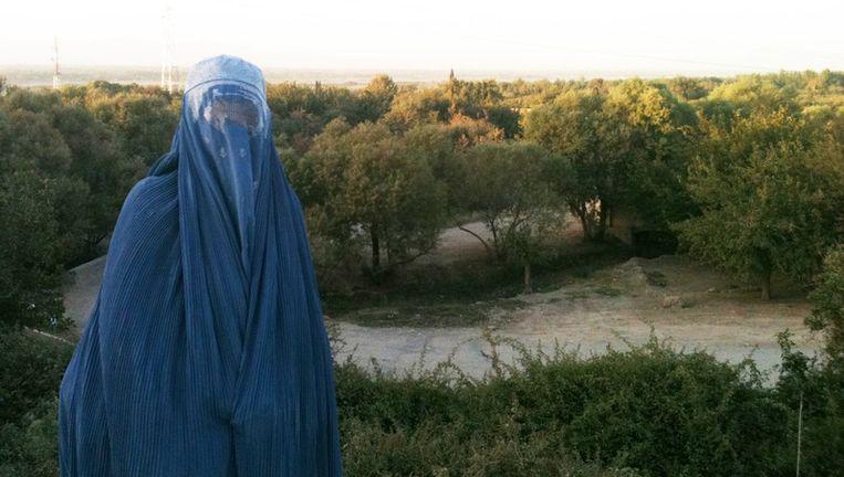 Volkskrant-correspondente Natalie Righton in Afghanistan Beeld null