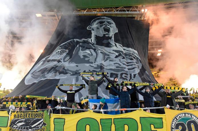 Fans van FC Nantes met een fraai spandoek voor Emiliano Sala.
