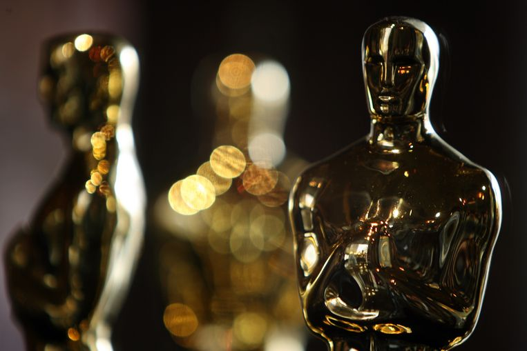 """(FILES) In this file photo taken on February 21, 2008 Oscar statuettes are displayed at the """"Meet The Oscars"""" exhibit before the 80th annual Academy Awards in Hollywood, California. - The Oscars will again go without a host next month, repeating a format credited with boosting ratings last year, US network ABC confirmed on January 8, 2020. """"Together with the Academy, we have decided there will be no traditional host, repeating for us what worked last year,"""" ABC entertainment president Karey Burke told a television summit near Los Angeles, according to showbiz website Deadline Hollywood. (Photo by Gabriel BOUYS / AFP)"""