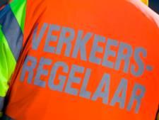 Scooterrijder rijdt in op verkeersregelaar Margit in Wageningen: '500 euro voor de gouden tip'