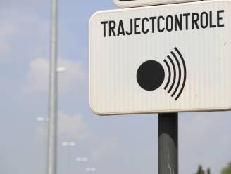 """Man (66) weigert snelheidsboete te betalen: """"Trajectcontrole is discriminerend. Wie halfweg woont kan 120 per uur rijden"""""""